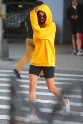Emily Ratajkowski in Leggings - NYC 07/05/2019