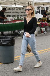 Genevieve Hannelius - Shopping at the Farmer
