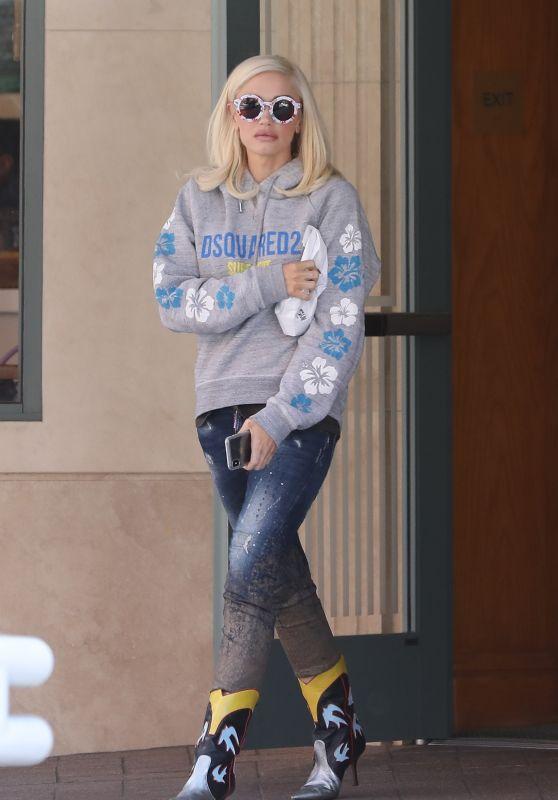 Gwen Stefani Street Style 06/29/2019