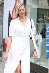 Karlie Kloss - Arriving at Vogue House in London 07/17/2019