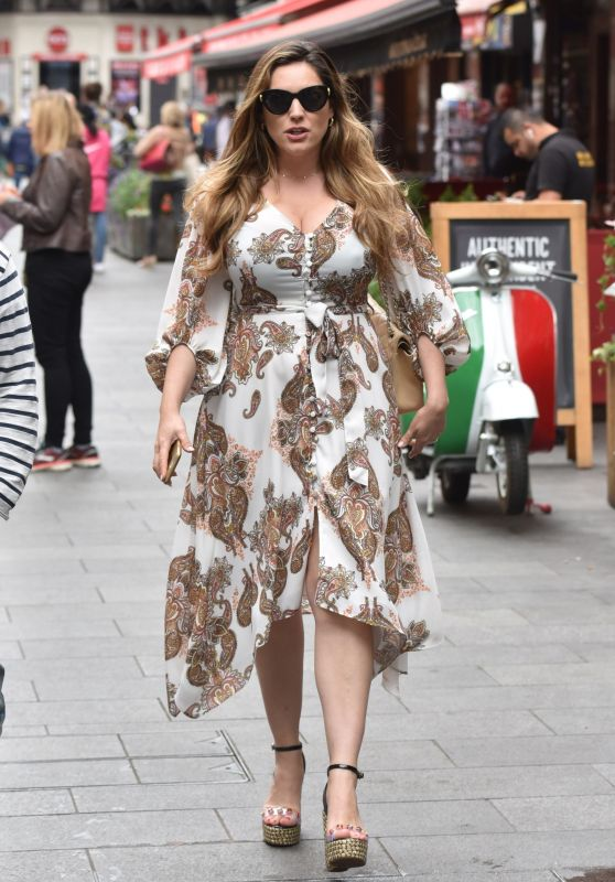 Kelly Brook in Summer Dress 07/15/2019