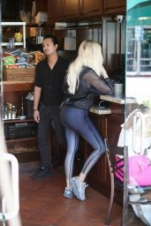 Khloe Kardashian - Bagel Shop in Beverly Hills 07/23/2019
