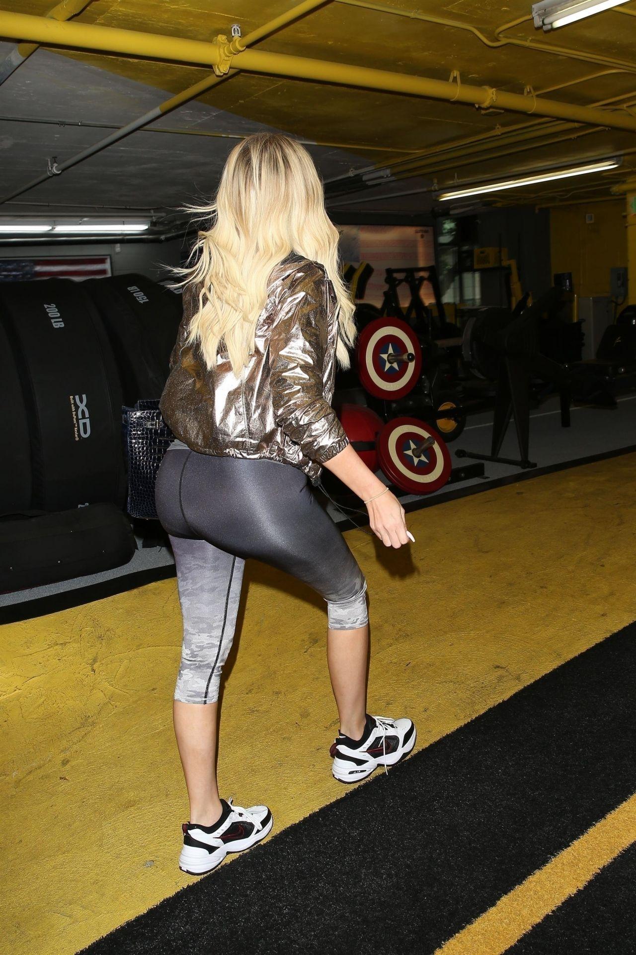 Khloe Kardashian In Leggings 07 25 2019