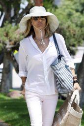Lori Loughlin Summer Style - Shopping at Bristol Farms in LA 07/15/2019