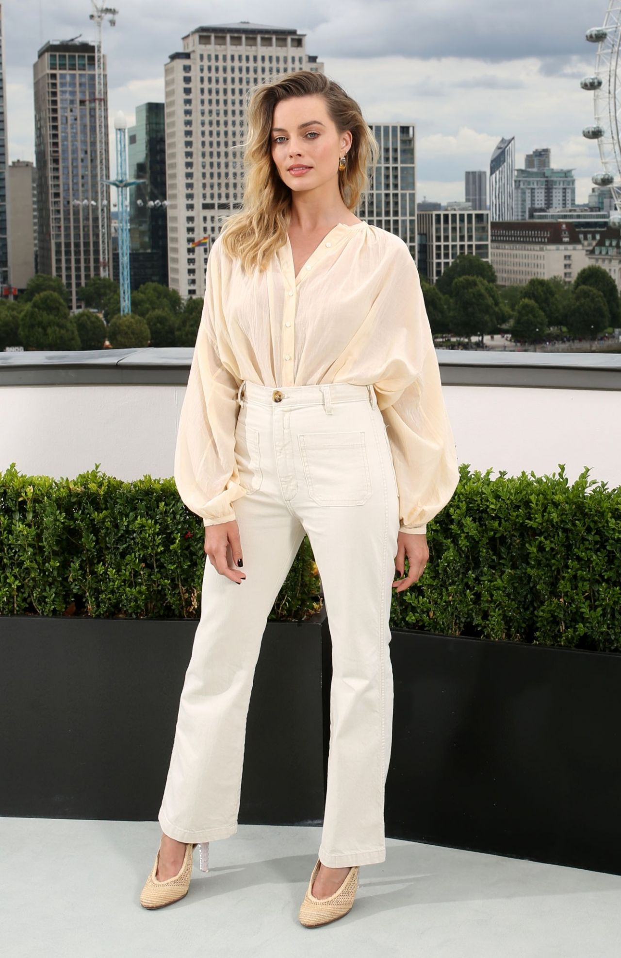 """Margot Robbie dynamite fucking hot at """"Once Upon a Time in Hollywood"""" premiere in London"""