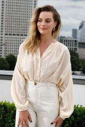 """Margot Robbie – """"Once Upon a Time in Hollywood"""" Photocall in London"""