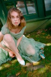 Maya Hawke - Zac Posen Spring/Summer Collection 2019 (more photos)
