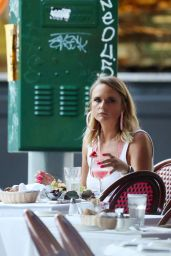 Miranda Lambert in Mini Skirt - Out for Dinner in NYC 06/26/2019