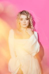 Sarah Bolger – Portraits in the Pizza Hut Lounge at SDCC 2019