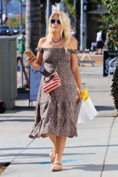 Busy Philipps - Shopping in Silver Lake 08/16/2019