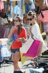 Charlotte Casiraghi - Shopping on the Market in Cap-Ferret 08/05/2019