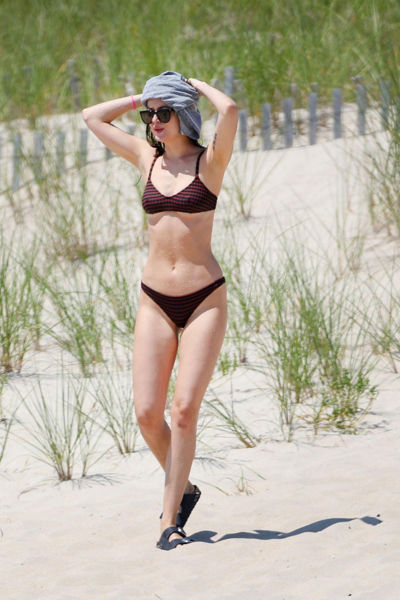 Dakota Johnson and Chris Martin - Hamptons, New York 08/04 ...