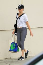 Elizabeth Banks in Leggings - Shopping in Los Angeles 08/18/2019