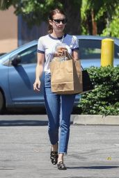 Emma Roberts - Picking Up Lunch in Los Feliz 08/05/2019