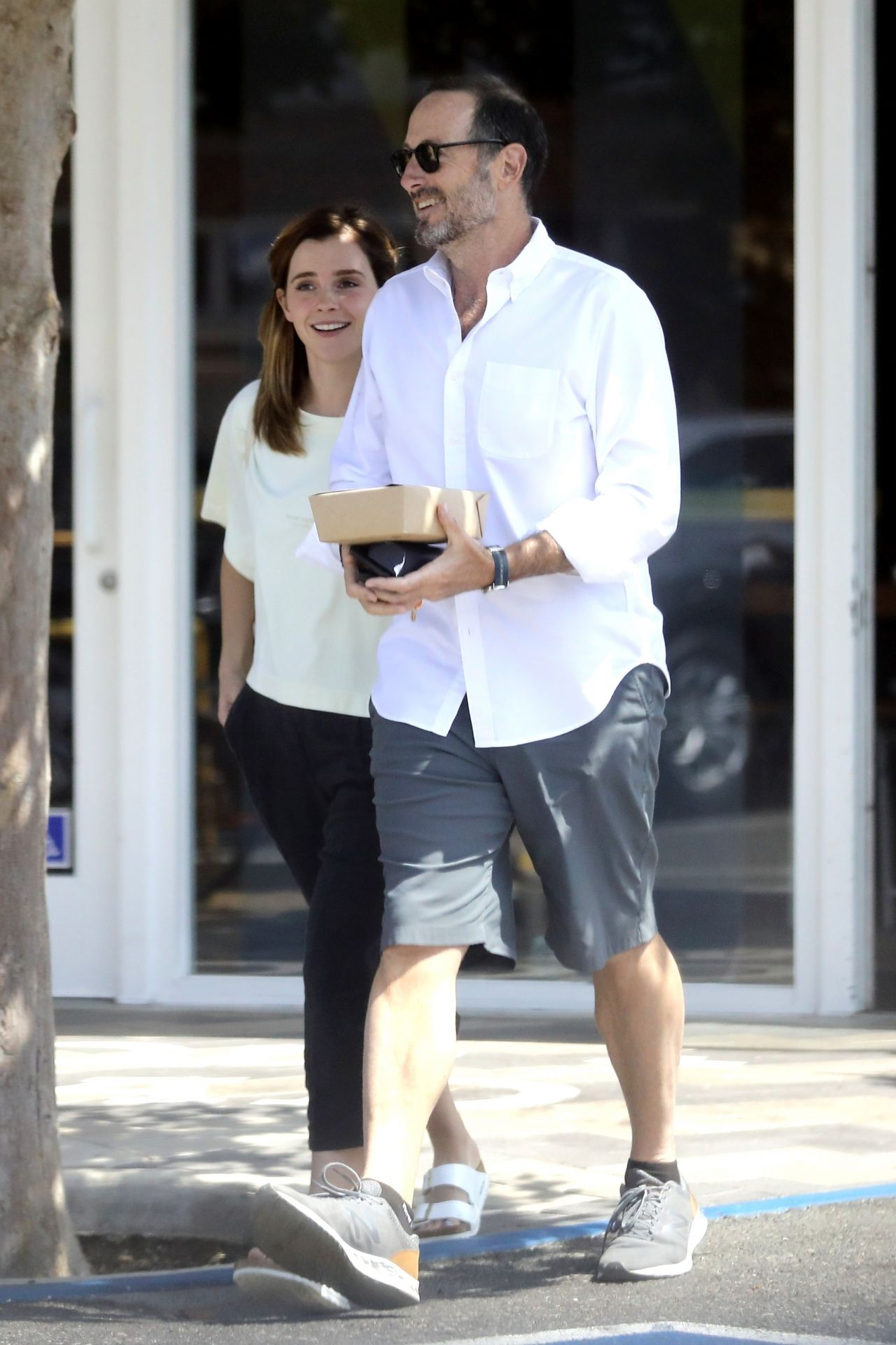 Emma Watson Out For Lunch In Santa Monica 08 13 2019