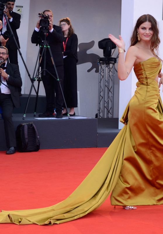 "Isabeli Fontana on Red Carpet – ""La Vérité"" Screening in Venice"