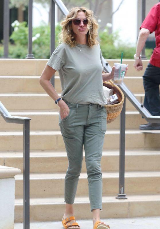 Julia Roberts Street Style 07/31/2019