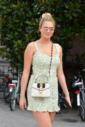 Kate Upton Cute Street Style - Venice, Italy 08/29/2019
