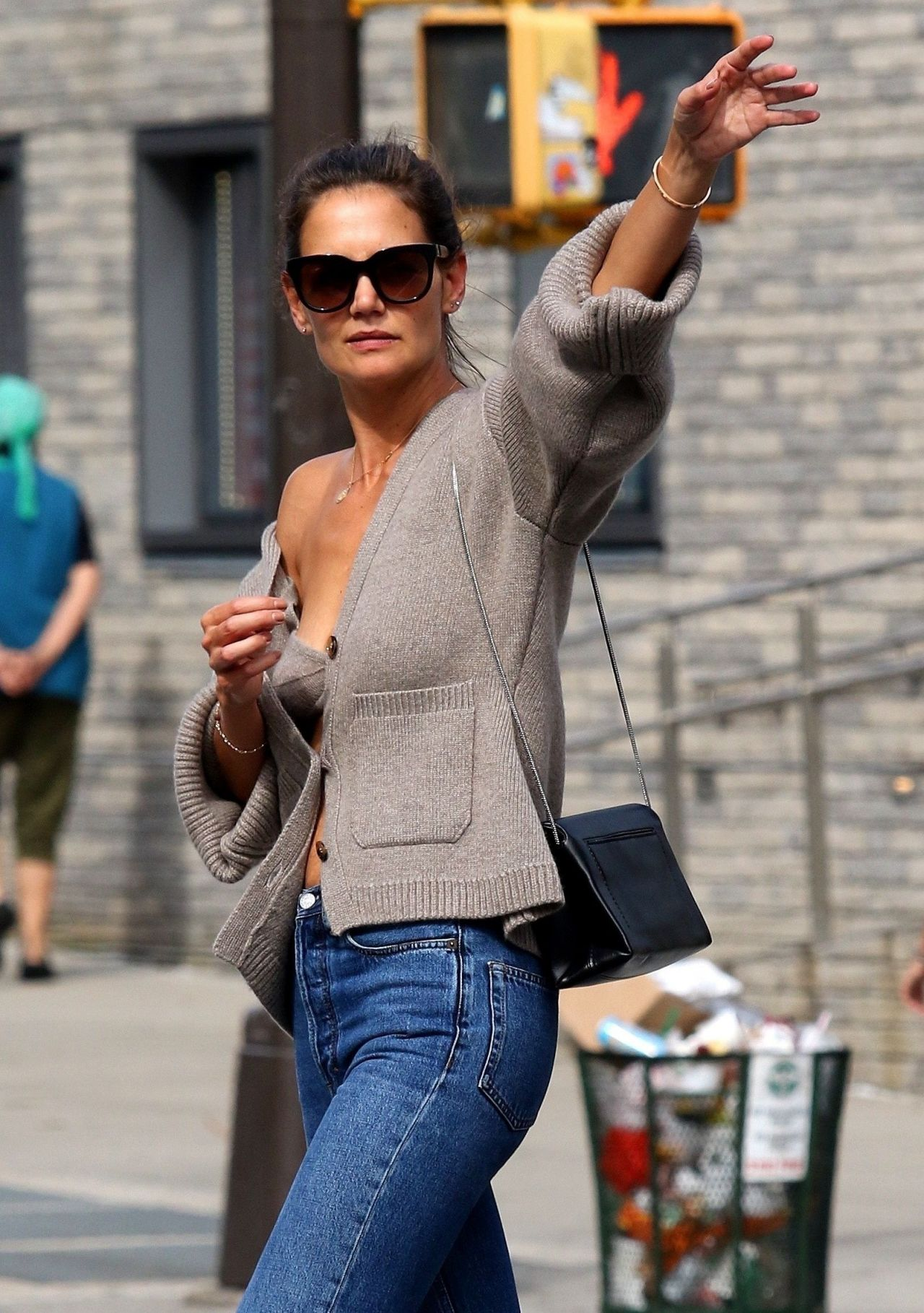 Katie Holmes Catching A Cab In Nyc 08 27 2019