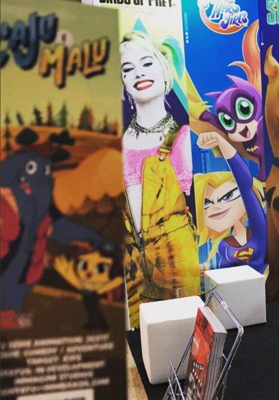 "Margot Robbie – ""Birds of Prey"" Promo Banner From Expo Licensing in Brazil"