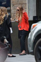 Mary-Kate Olsen and Ashley Olsen - Smoke break in NYC 08/06/2019