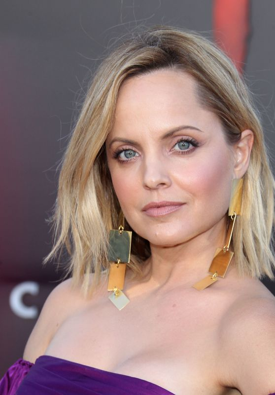 "Mena Suvari – ""It: Chapter Two"" Premiere in Westwood"