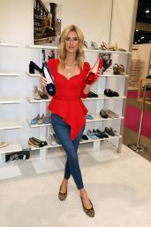 Nicky Hilton - The Magic Convention in Las Vegas 08/13/2019