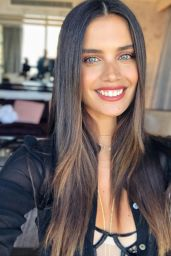 Sara Sampaio - Social Media 08/28/2019