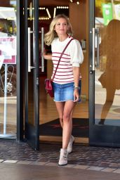 Sarah Michelle Gellar - Leaves American Girl Store in LA 08/20/2019