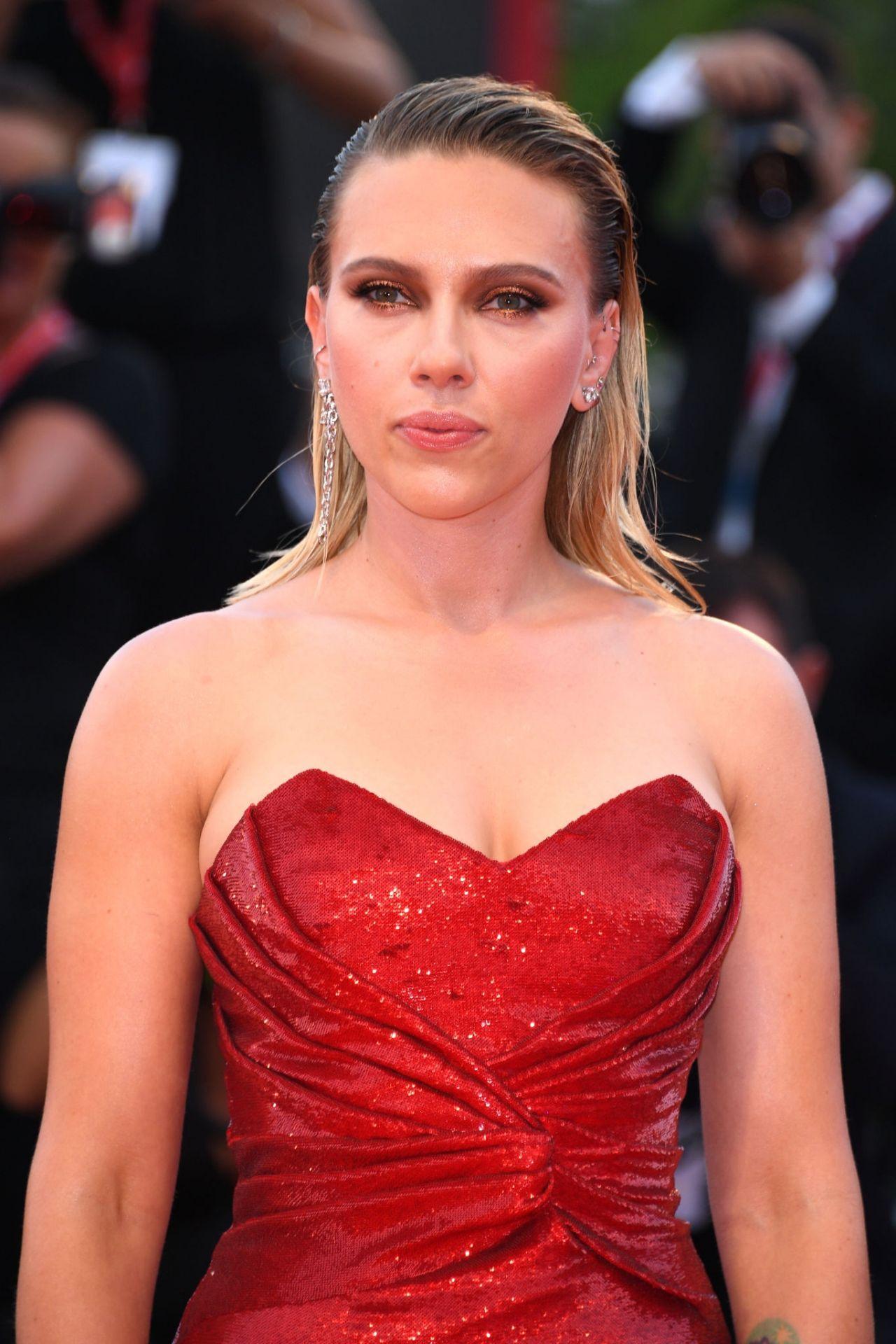 "Scarlett Johansson on Red Carpet - ""Marriage Story ..."