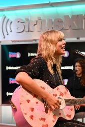 Taylor Swift - Performing at SiriusXM Studios in NYC 08/23/2019