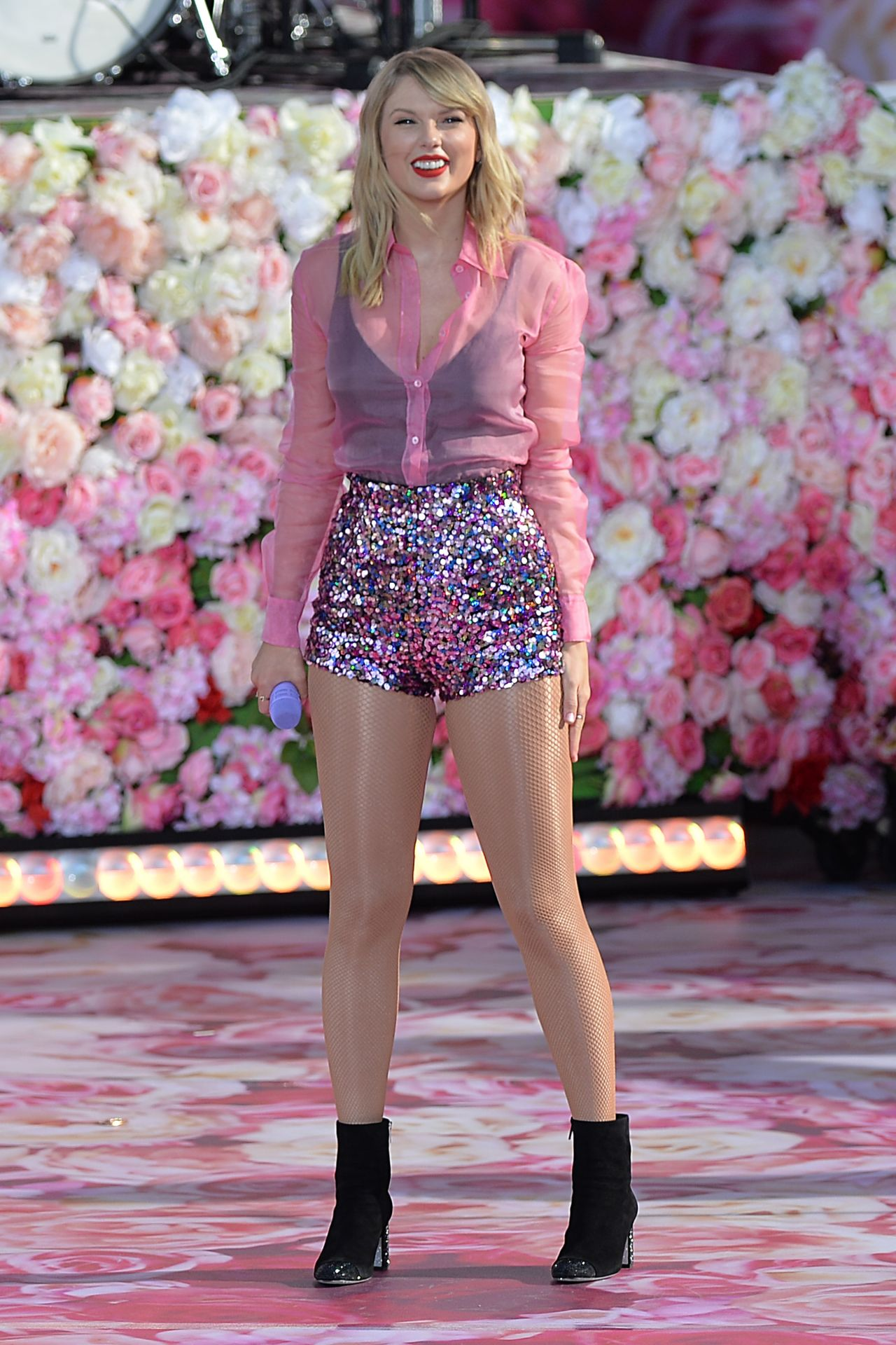 Taylor Swift Performing On Gma In Nyc 08 22 2019