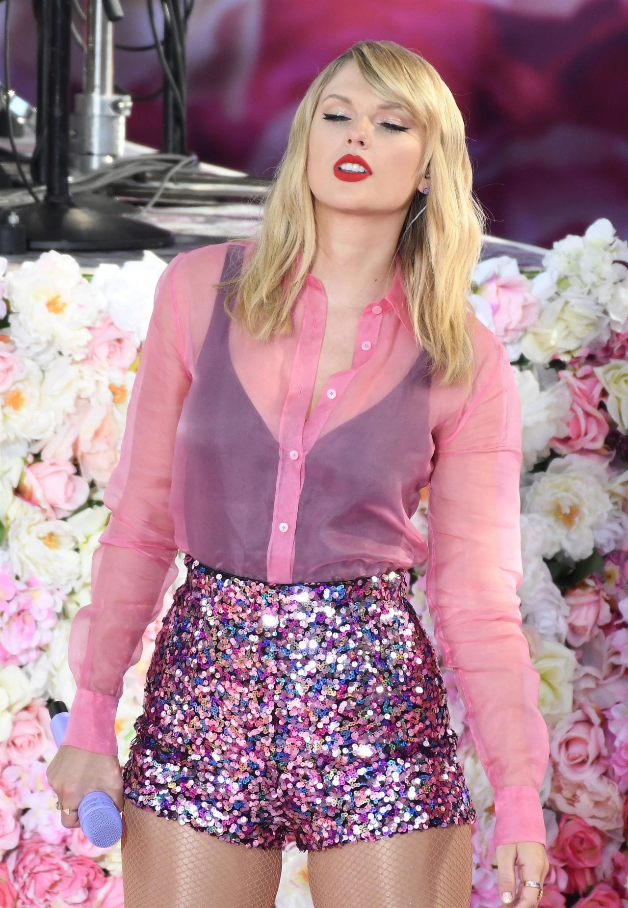 Taylor Swift - Performing on GMA in NYC 08/22/2019