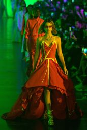 Bella Hadid - Off-White Womenswear Show at Paris Fashion Week 09/26/2019
