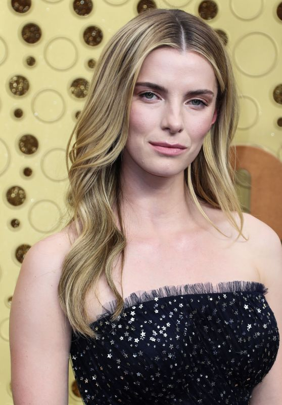 Betty Gilpin – 2019 Emmy Awards