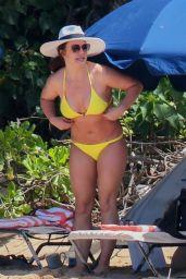 Britney Spears in a Yellow Bikini 09/10/2019