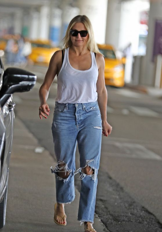 Cameron Diaz in Ripped Jeans - Out in Los Angeles 09/09/2019