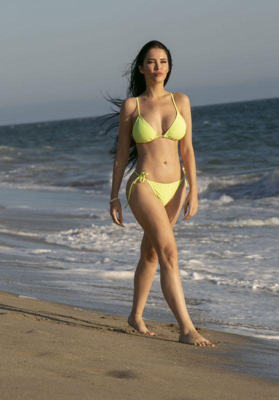 Claudia Alende in a Bikini - Malibu 09/03/2019