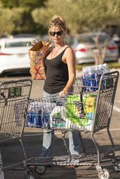 Denise Richards - Grocery shopping in Woodland Hills 09/01/2019