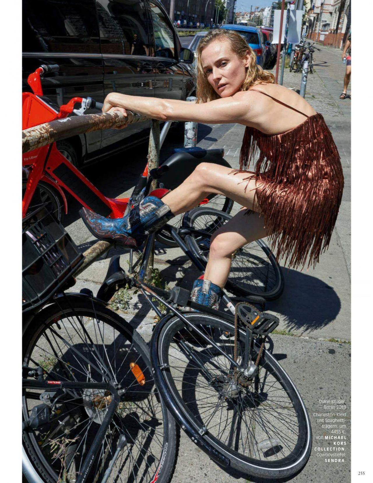 Диана Крюгер купается в фонтане в съемке немецкого Vogue (фото 1)
