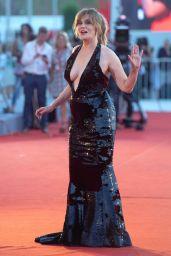 """Emmanuelle Seigner and Jean Dujardin - """"J"""