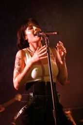 Halsey - Performs at DKNY Party 09/09/2019