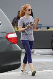 Isla Fisher in Leggings - Out For Coffee in Los Angeles 09/10/2019