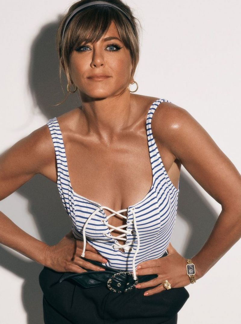 50 year old super cougar Jennifer Aniston out of this world sexy InStyle magazine October 2019