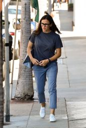 Jennifer Garner in Casual Attire - Shopping in LA 08/31/2019