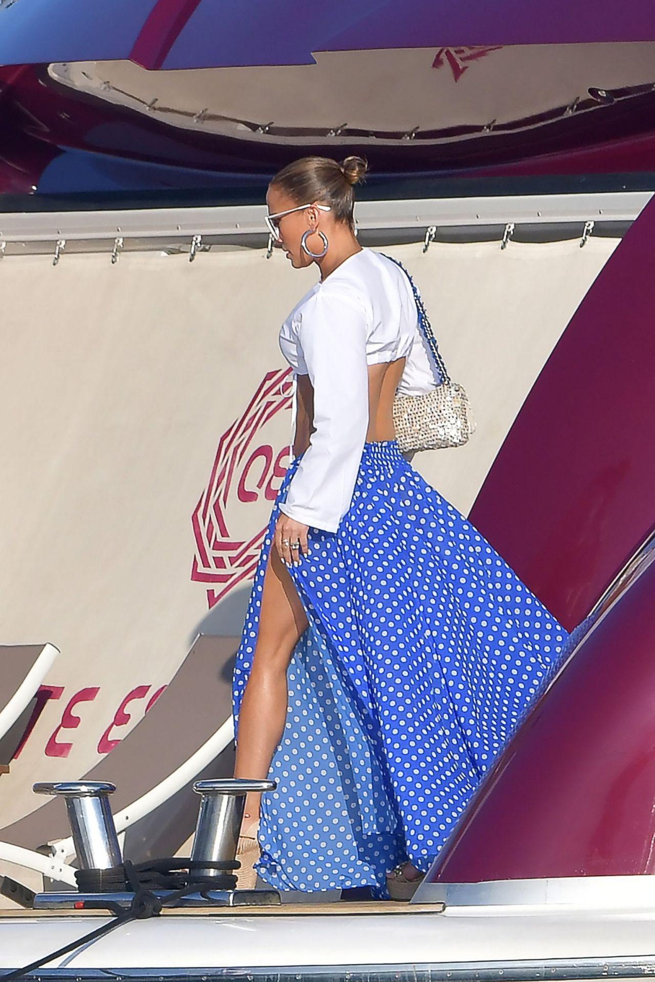 Jennifer Lopez Arriving At Nikki Beach Saint Tropez 09