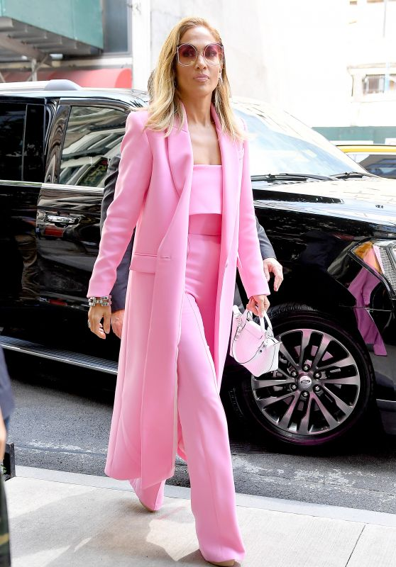 jennifer-lopez-in-all-pink-business-suit-nyc-09-09-2019-15_thumbnail.jpg