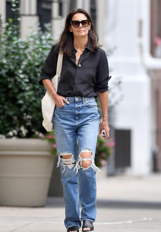 katie-holmes-out-for-lunch-in-nyc-09-10-2019-12_thumbnail.jpg