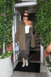 Khloe Kardashian - Out for Lunch in Los Angeles 09/26/2019