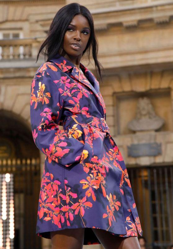 Leomie Anderson – Le Defile L'Oreal Paris Show in Paris 09/28/2019